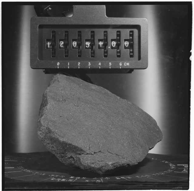 Black and white stereo photograph of Apollo 12 Sample 12051,0.
