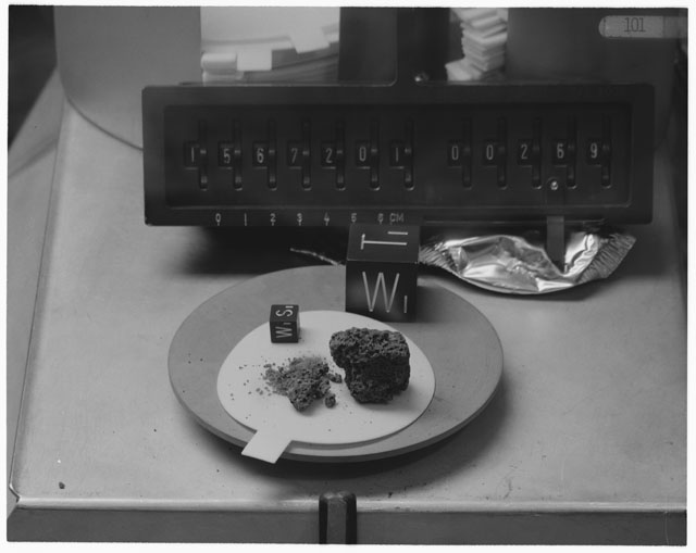 Inventory Photograph of Apollo 15 Sample(s) 15672,01